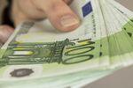 Przelew w euro stanieje, ale na razie musimy kombinować