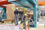 PMI stabilny (50,8 pkt), ale produkcja przemysłu ciągle spada