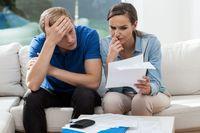 Dłużnicy spłacają kredyty. Kablówka i alimenty muszą poczekać.