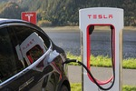 Tesla najcenniejszą marką motoryzacyjną