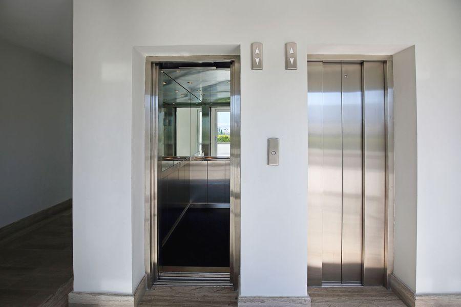 Bardzo dobryFantastyczny Montaż windy czy ruchomych schodów w bloku z odwróconym VAT SG43