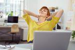 Pieniądze szczęścia nie dają? Co uszczęśliwia Polaków w pracy?