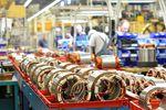 Praca na produkcji: zwolnienia pracowników w co 5. firmie