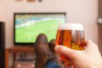 Czas wolny Polaka: piwo przed telewizorem, książka przy winie