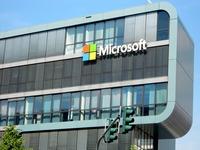 Flagowym projektem Gatesów był Microsoft