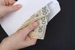 """1,4 mln Polaków godzi się na wynagrodzenia """"pod stołem"""". Straty w miliardach"""