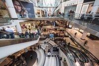 Niższa odwiedzalność w centrach handlowych