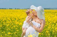 Bodaj najczęściej przewijającym się wątkiem jest ciąża podczas trwającego już urlopu rodzicielskiego
