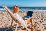 Urlop wypoczynkowy ze służbowym laptopem. Tak robi 57% Polaków