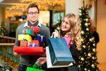 Na prezenty świąteczne więcej wydamy sklepach stacjonarnych