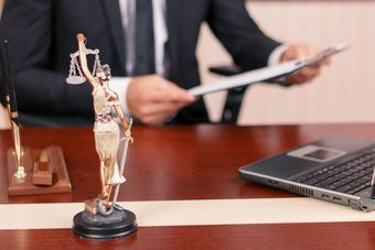 Ile zarabiają prawnicy?