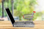 Deloitte: polscy konsumenci kupują online, ale zakupy odbierają w sklepie