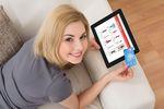 Zachowania konsumentów: w obawie przed pandemią stawiamy na zakupy online