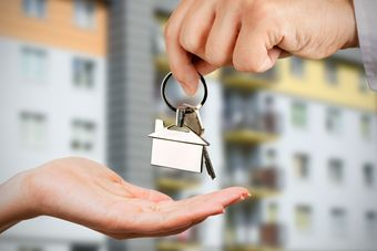 Zakupy mieszkań przez obcokrajowców wyhamowały przez COVID-19