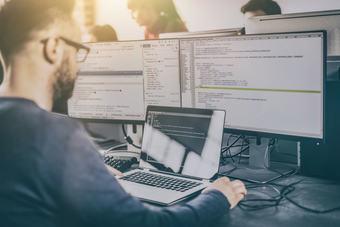 Zarobki w IT: najlepiej opłacani specjaliści w I poł. 2021 roku