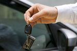 Podatnik zwolniony z VAT a sprzedaż samochodu osobowego